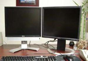 Twee schermen die gelijkwaardig gebruikt worden