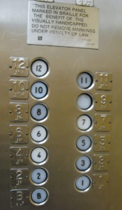 Knoppen lift met braille