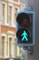 Verkeerslicht voor voetgangers: het groene, onderste of wandelende mannetje.