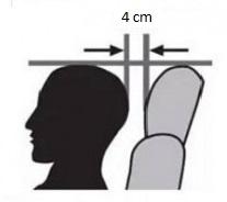 Bij het instellen van de autozetel hoort ook een goede hoogte en afstand van de hoofdsteun.