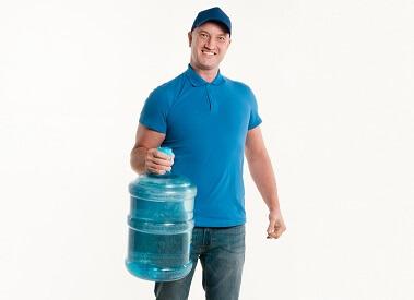 Tillen van waterfles met één hand